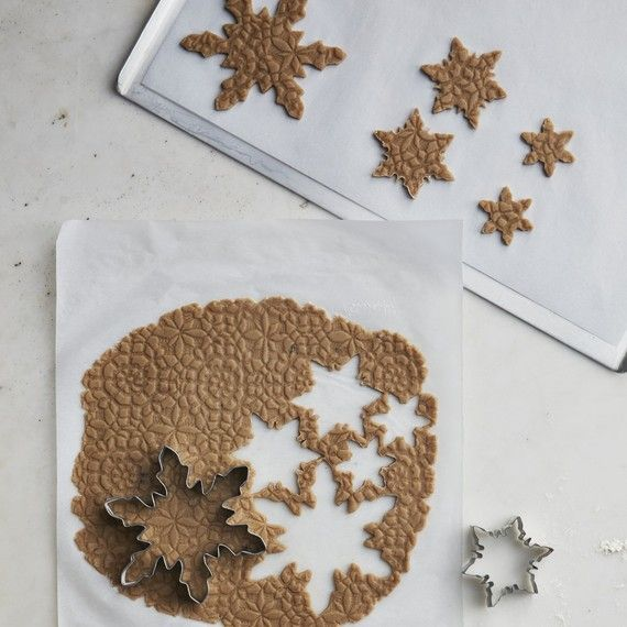 lace snowflake cookies