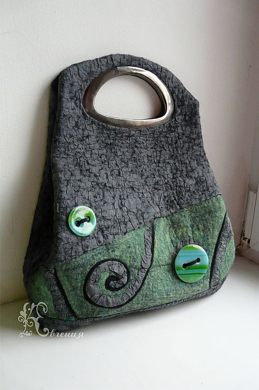 felt bag by Yevgeniya Kuropteva
