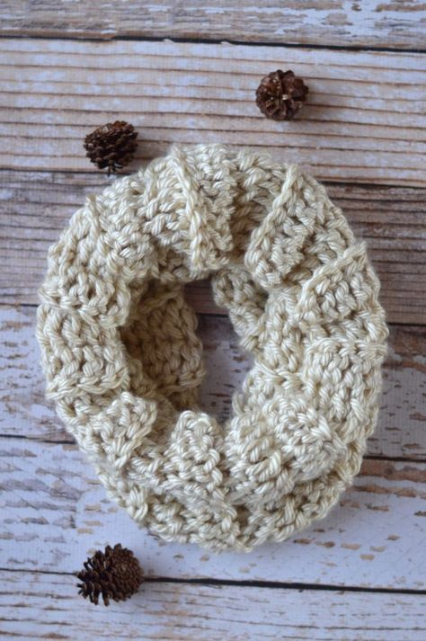 (almost) 30 Minute Crochet Cowl by Whistle and Ivy