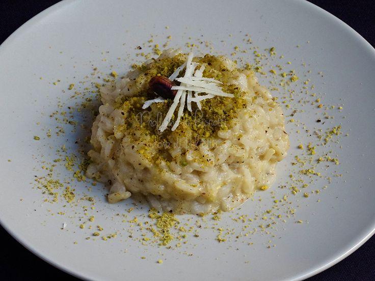"""Per """"La Sicilia nel piatto"""" ecco un gustosissimo primo piatto profumato, semplice e irresistibile: il risotto al pistacchio! Cliccate qui per la ricetta!"""