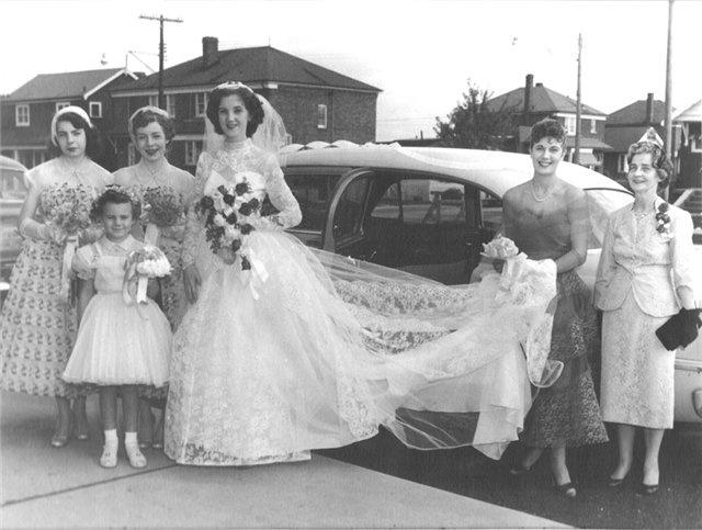 Happy girls, happy bride - vintage wedding - 1955