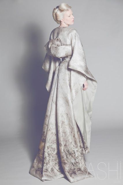 walkingthruafog:  Japanese style bride