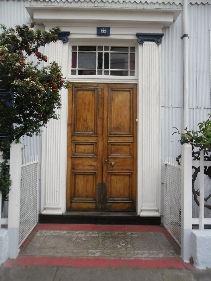 Puerta en el Paseo Atkinson, Cerro Concepción.