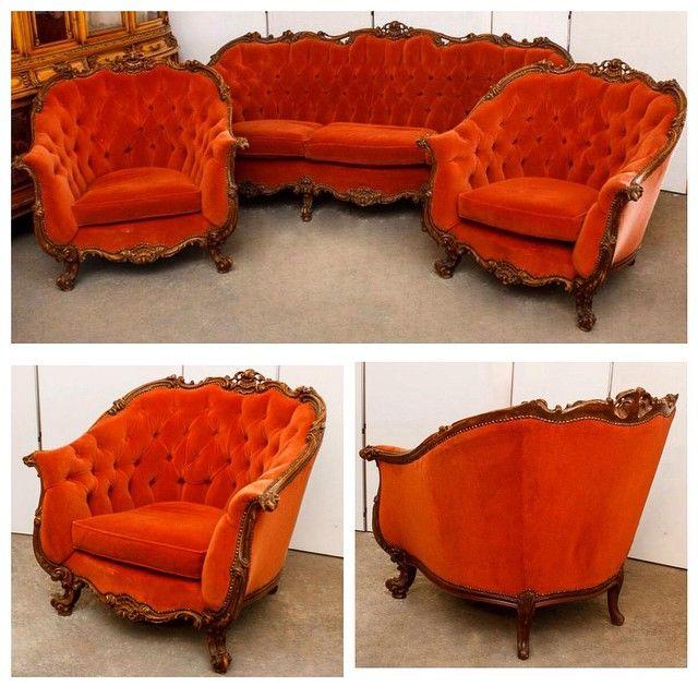 Комплект мягкой мебели в стиле барокко, с высокой спинкой и яркой обивкойВ комплект входят: диван и 2 кресла. Европа, ХХ век  180 000р #буфеттабурет #bufettaburet #мебель #антиквариат #винтаж #необычнаямебель #красиваямебель #старина #красота #стариннаямебель #предметыинтерьера #дизайнинтерьера #дизайн #интерьер #спб #мск #москва #питер #лето #солнце #порусски #любовь #design #vintage #love #interior #диван #кресло