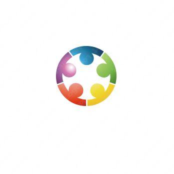 ロゴマーク「コミュニケーションの輪」の詳細です。ロゴのキーワードはコミュニケーション、信頼、繋がりです。ロゴマークの主な対象となる業種は介護、福祉、医療、病院、教育、公共。「人」と「輪」をモチーフに人が円陣を組んでいる様子をイメージしたシンボルマークです。信頼、協力、調和、友情、仲間、...