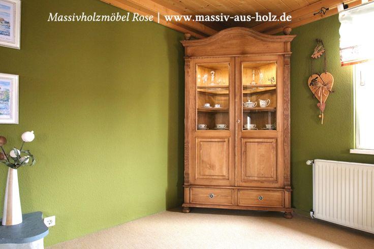 #Holzmöbel in Weiß machen 80% aller #Möbelkäufe bei uns aus; Umso mehr freut mich diese #Vitrine, dezent beleuchtet, in #Naturwachs für einen Kunden aus Halle. Sie wirkt so rustikal & natürlich und das gefällt mir. www.massiv-aus-holz.de