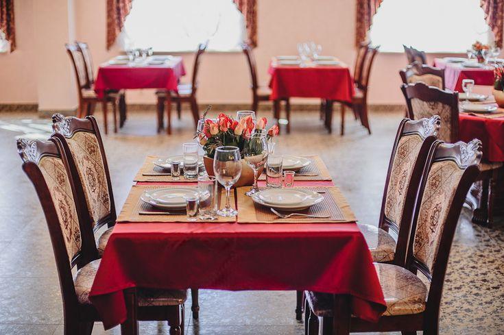 В ресторане отеля Александрия Вам предложат блюда европейской, русской и татарской кухонь.