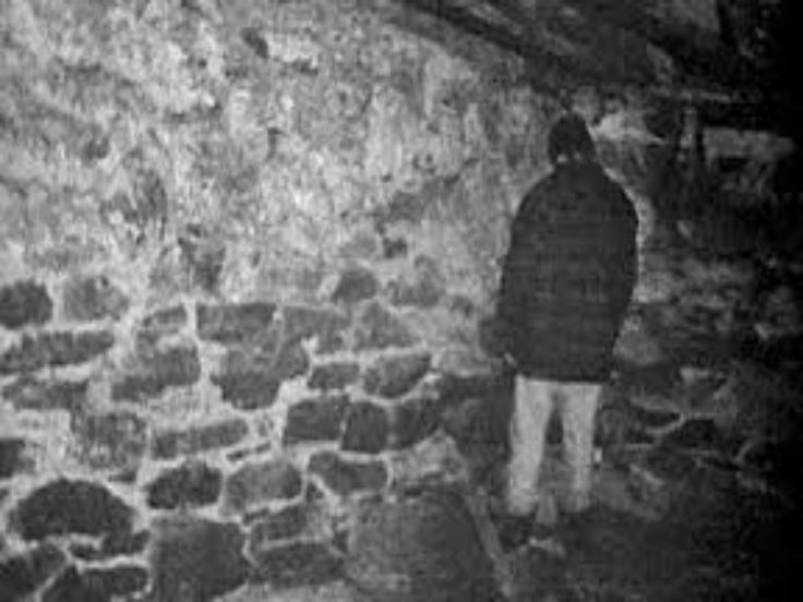 "The Blair Witch Project (1999) ""In October of 1994, three student filmmakers disappeared in the woods near Burkittsville, Maryland while filming a documentary... A year later their footage was found.""  The 4th post of 31 in the #horrorpalooza series on http://dirtyblondeink.com/2015/10/the-blair-witch-project/: five minute horror movie wrap-ups. #horrormovies #theblairwitchproject"
