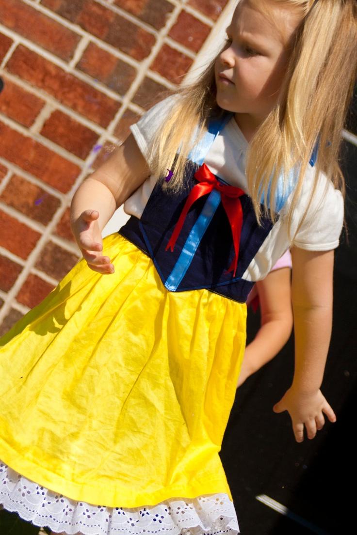 Snow white apron etsy - Snow White Dress Up Apron 25 00 Via Etsy