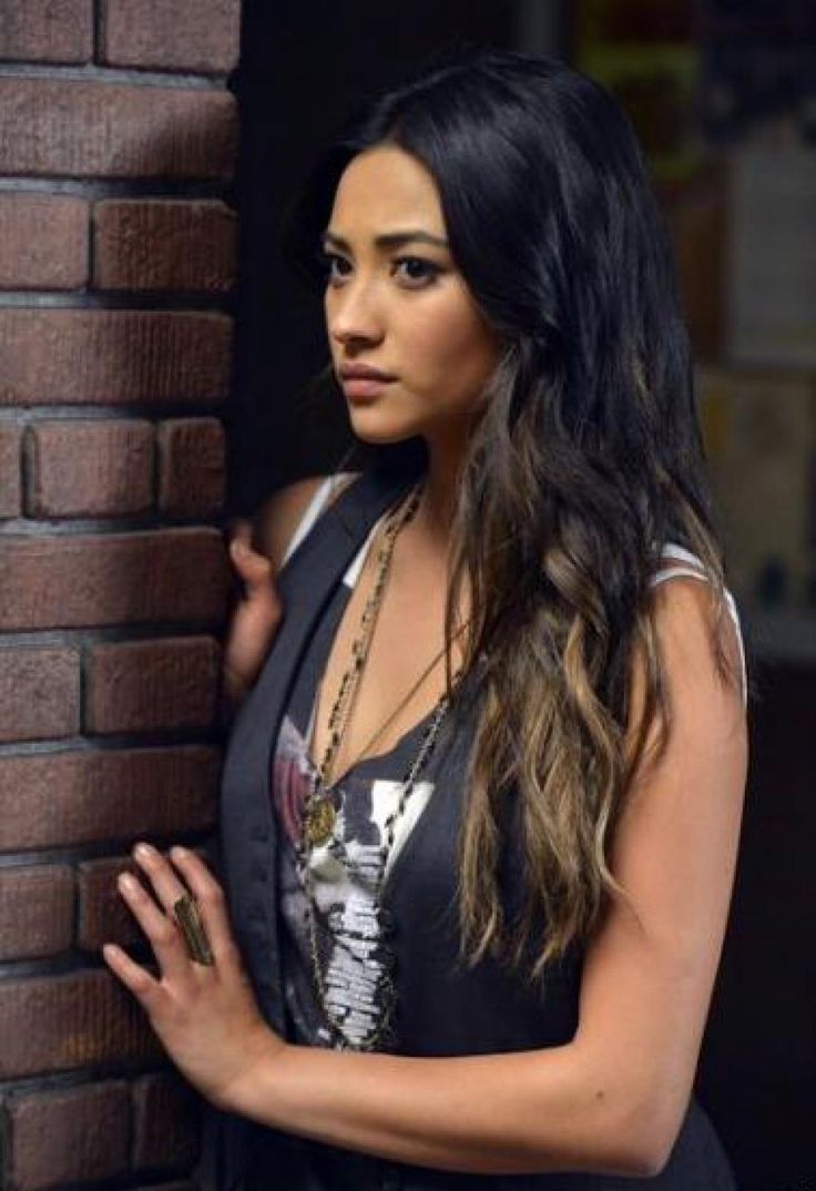 Emily Fields - Pretty Little Liars Yes another one of her, I'm obsessed with her hair and need to try it