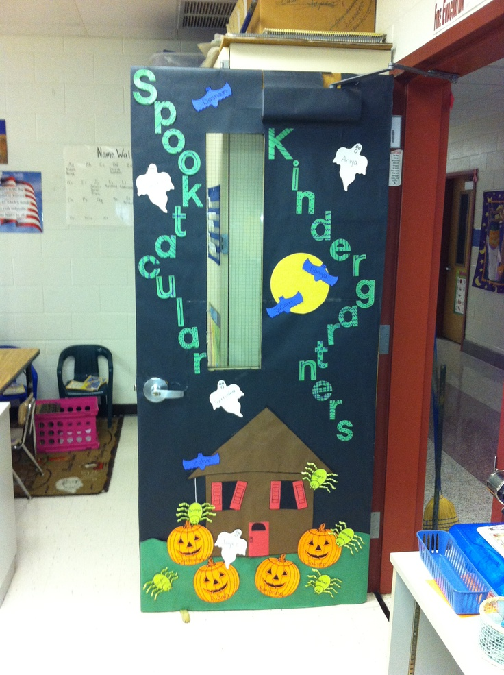 Easy classroom door decorations for Decoration porte classe halloween