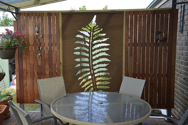 One of our favorite 'Fern Leaf' decorative screen design installations is this patio wall panel. It's so pleasantly simple and unpretentiously chic. This one is cut in compressed hardwood. ~QAQ