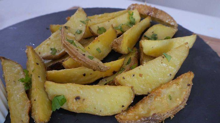Crujientes papas cocidas al horno con ajo y parmesano | Upsocl