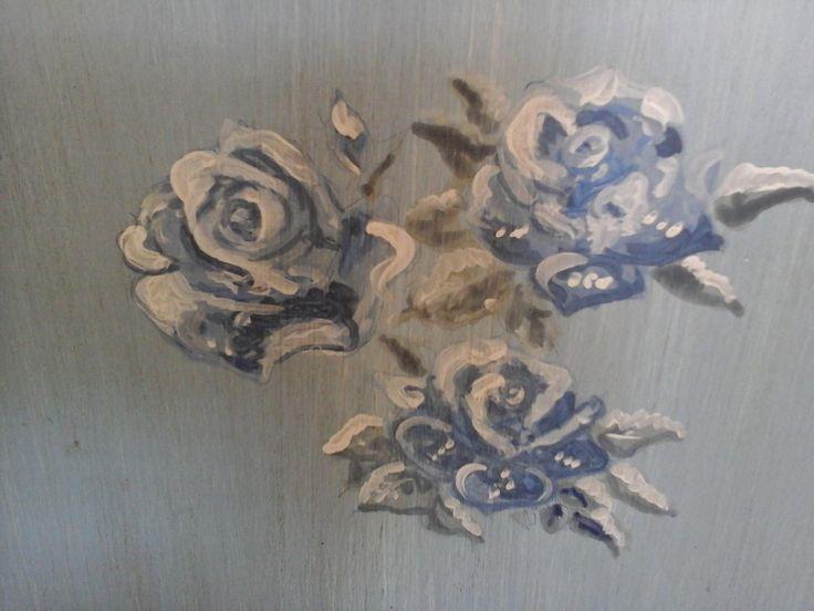 Rose dipinte ..... #luxor #class #dubaiinteriordesigner  #dubaiinteriordesign  #dubailuxuryhouse  #mydubai #dubailuxuryhouse  #housedesigndubai  #palacedubai  #luxurydoha