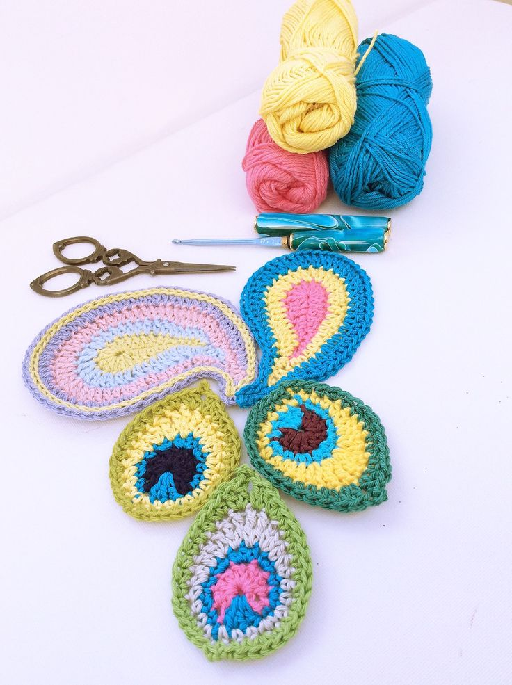 Peacock Motif with free pattern #Crochet #Peacock #Pattern