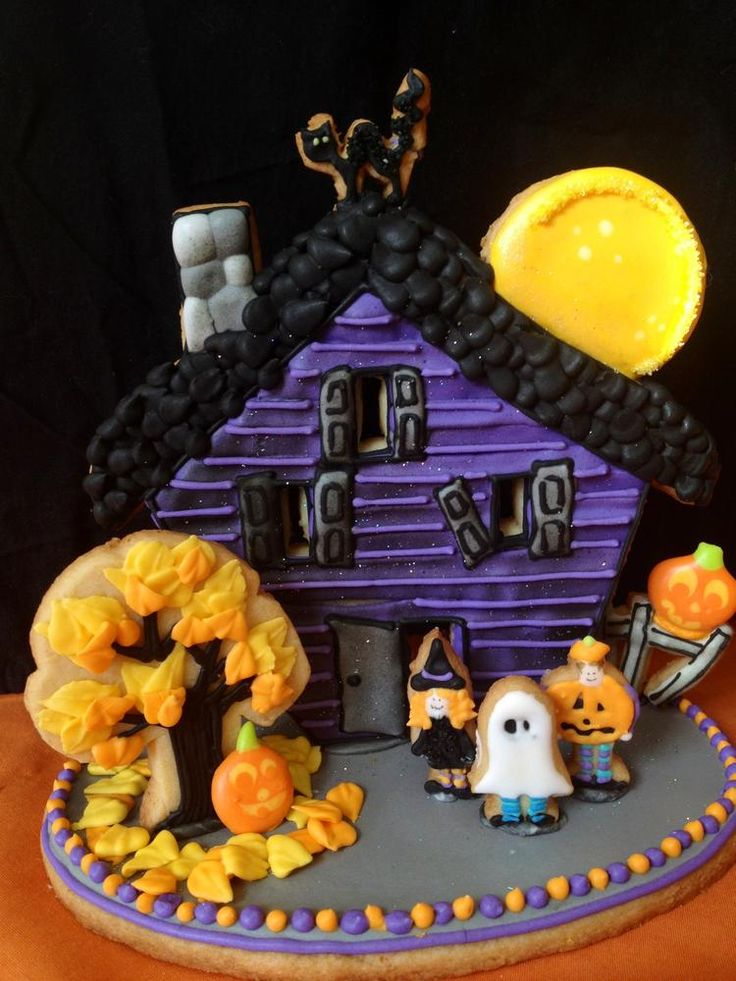3D Halloween scene cookie which can be used as a cake topper