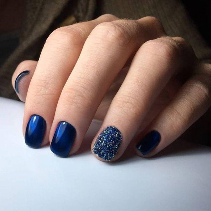 Manucure de Noël bleu nuit