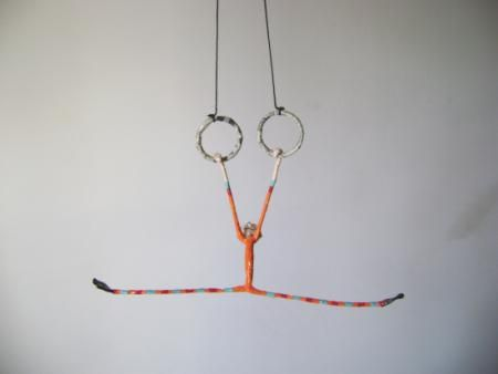 acrobata argollas cartapesta - artesania en papel papel,alambre cartapesta