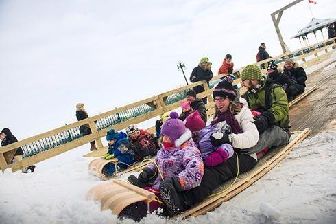 3 corridors de glace spécialement conçus pour les traînes sauvages sur la terrasse Dufferin à Québec