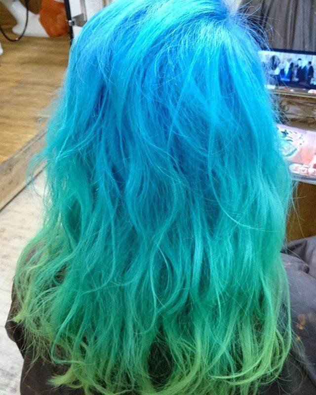 WEBSTA @ blue_hair_lau - マリンカラー✨❗ エクステも始めました特殊系カラーや、どんなカラーでも是非レオ(店長)まで。心斎橋駅、難波駅から徒歩5分Blue-Hair-LAU 〒542-0085大阪市中央区心斎筋2-3-24ジャパンライフビル2F年中無休営業時間11時~21時06-6211-0422#レオ#グレイアッシュ#グレイジュ#ミルクティー#ラベンダーアッシュ#アッシュ#シルバー#ベージュ#ダブルカラー#トリプルカラー#外国人風#美容室#難波#心斎橋#マニパニ#bluehairlau#グラデーションカラー #オーガニックカラー #リタッチ #ヘアセット #縮毛矯正 #メンズ #ヘッドスパ#スタイリスト募集#ハイライト#3D#ローライト