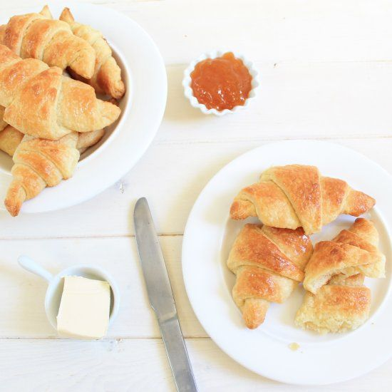 The best breakfast in the world, the french butter croissant. (in French)