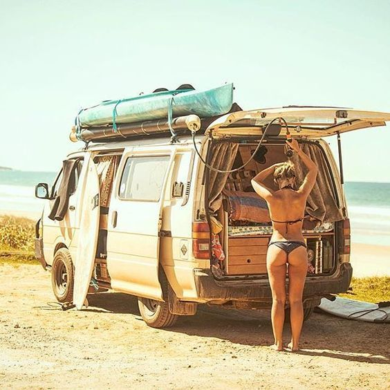 Great idea for a shower on the van. Black PVC pipe with hose attachment. Could also use it as a mobile washing machine for clothes. Just chuck clothes in the end and fill with water and detergent while you drive around. Rule #1 When staying at the beach always shower before entering the van - no one likes a sandy bed ☀️ // Photo by @mitch.cox