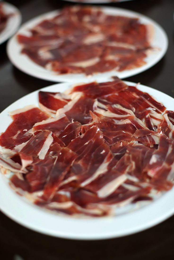 Pata negra jambon ibérique iberico bellota - Eat with your hands as metal destroys the flavours.