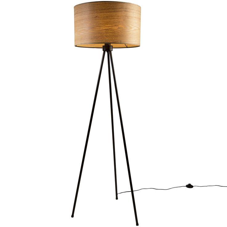 Trendhopper ● Stoer en toch luchtig deze vloerlamp door de stalen driepoot waarop een prachtige lampenkamp van hout is bevestigd.