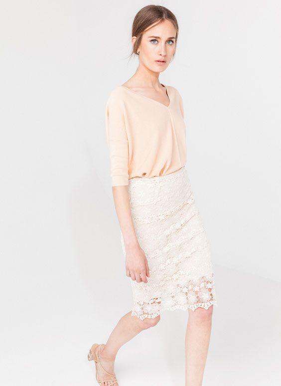 Falda lapiz guipur blanco Uterqüe 69€