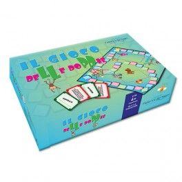 """Raddoppiamo è un divertente gioco da tavolo pensato per i bambini che imparano a leggere e scrivere; l'obiettivo del gioco è esercitare la capacità di ascolto e di riconoscimento delle lettere """"doppie"""" all'interno delle parole."""