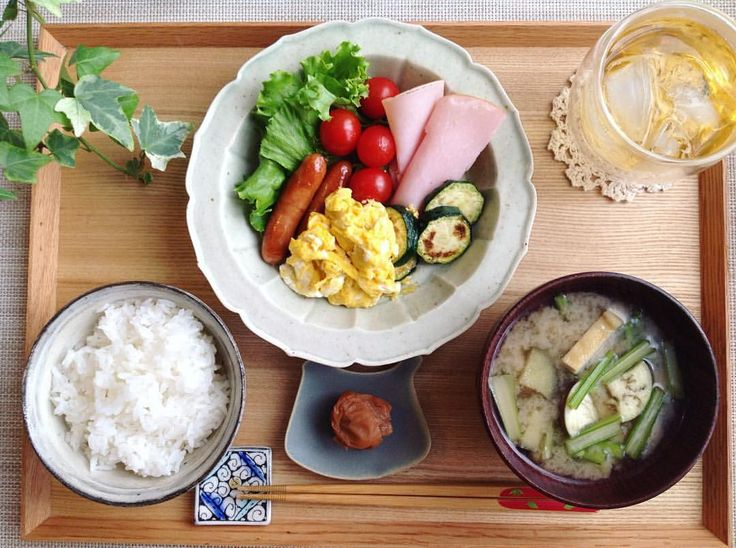 いいね!31件、コメント3件 ― sebiさん(@sebiumi)のInstagramアカウント: 「朝昼ごはん  ずーっと欲しかった高島さんの緑滴釉稜花鉢にいつものメニューを🎶 お料理イマイチですが💦 すごくすごく嬉しい〜✨😃 稜花鉢、凄く使いやすいです!…」