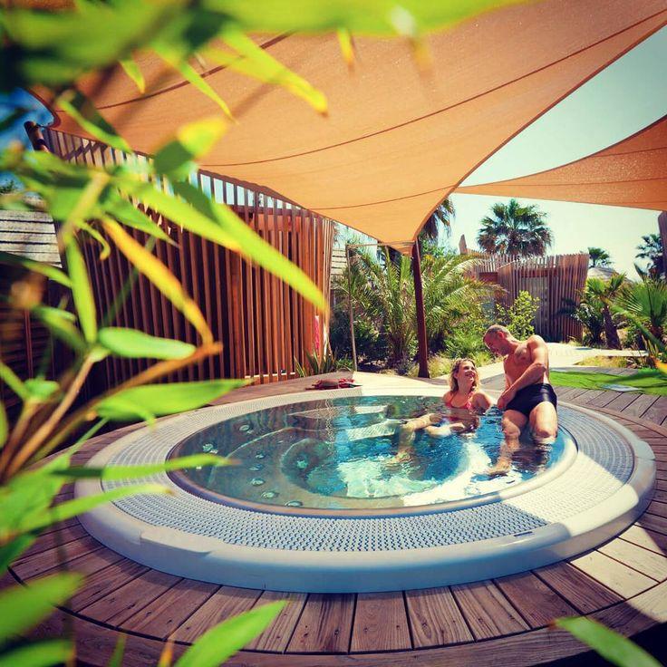 ☉ Einen guten Start in die Woche wünschen wir euch von der #cotedazur - wir machen uns jetzt auf die Suche nach diesem Whirlpool 🔎  #prairiesdelamer #grimaud #portgrimaud #camping #vacansoleil #premiumcamping #holiday #glamping #luxusurlaub #premiumholidays #frankreich #urlaub #reisefieber #instatravel #travelinspo #instagood #holidaygoals #travelgoals #campingplatz #campinggoals #pool #poolgoals #whirlpool #jacuzzi #privatepool #luxuscamping #luxuscamping #sonnensegel #privatpool