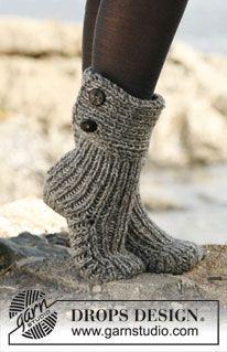 """Moon Socks - Strikkede DROPS tøfler i 2 tråde """"Nepal"""" - Free pattern by DROPS Design"""