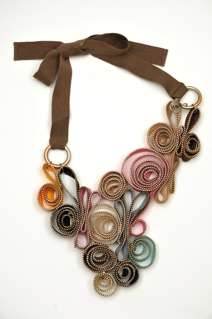 #SilviaTcherassi #Necklace Un accesorio puede transformar todo un atuendo. www.macardi.com