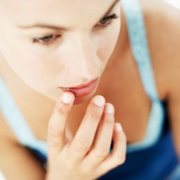 Sunburned lips are as much irritating and cumbersome to deal with as a body sunburn is. Let us see what a person goes through when they suffer from this condition and how does one goes about remedying it.