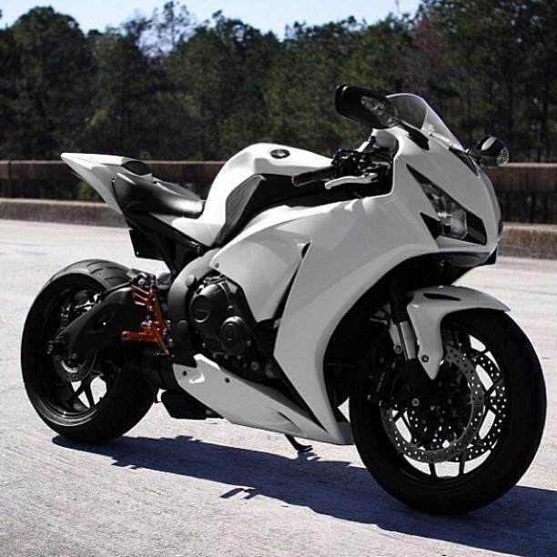 CBR 1000 RR FIREBLADE 2013 toda branca #honda #fireblade #superbike http://timevencedor.com