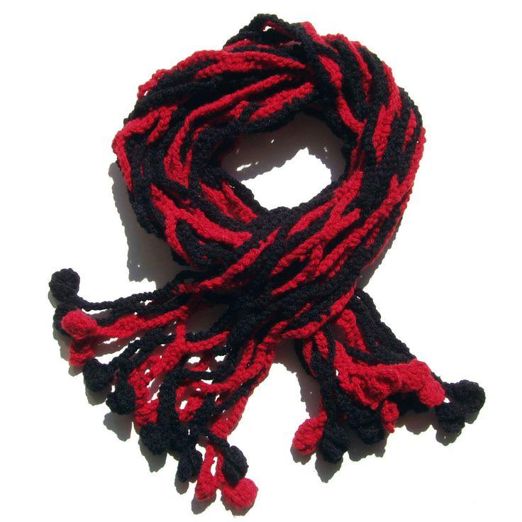 Háčkovaná šála Háčkovaná šála v červeno černé kombinaci z příze - 100% akryl. Délka šály je 150 cm. Šálu můžu vyrobit dle přání - délku, barvu.