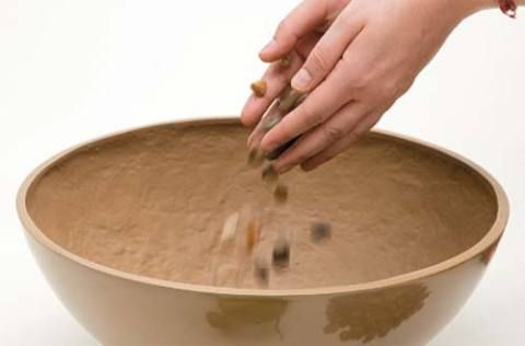 Despeje as porções de pedriscos no fundo da cuia. Eles podem ser substituí...