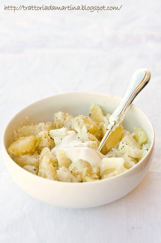 Insalata gustosa di patate e pecorino di Pienza in salsa di panna acida e sciroppo d'acero