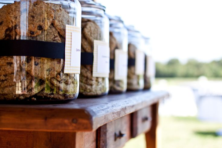 cookie buffet in cookie jars with recipe cards  @Wendy Mancia  will you help me make these!?!: Cookies Bar, Chips Cookies, Cookies Jars Bar, Jars Desserts, Party Idea, Desserts Bar, Cookie Jars, Cookies Buffets, Desserts Tables