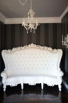 meuble baroque pas cher de couleur blanc, fauteuil baroque pas cher