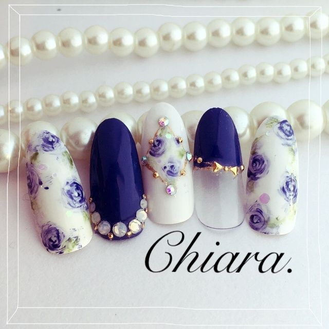 Nailart.blueroses.navy.white.opal.gold.