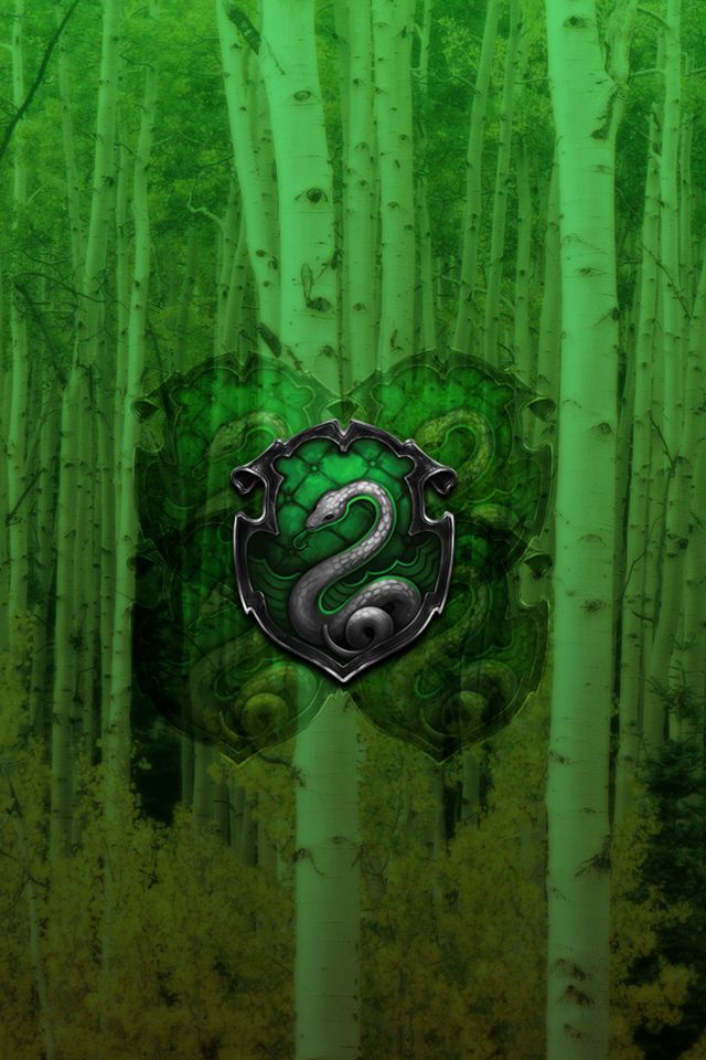 Slytherin iPhone Lockscreen Walpaper by briely.deviantart