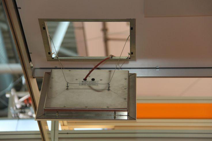 Das Heizelement wird einfach über einen Installationsrahmen in der Gipskartondecke integriert.