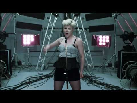 Robyn - Dancing On My Own - YouTube
