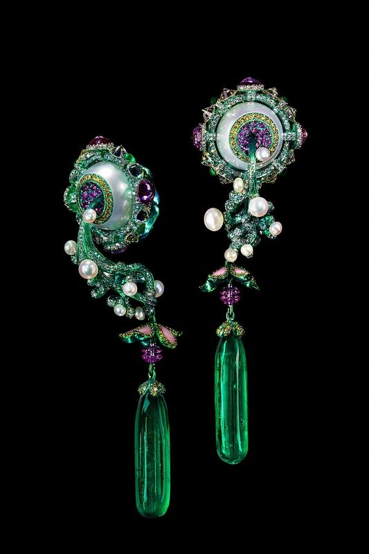 Wallace Chan (Hong Kong, 1962), Birth and Blossom Earrings. Two emerald 30.88 ct, pearl 30.13 ct, yellow diamond, pink sapphire and conch shell, 3 x 2.6 x 9.3 cm (each). Signed, China, 2016 © Wallace Chan