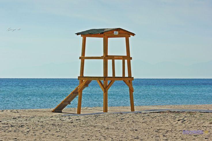https://flic.kr/p/QaXKEo   No Lifeguard on duty   No Lifeguard on duty sea view with a lifeguard observation point Πύργος ναυαγοσώστη στην παραλία. Θέα στη θάλασσα, σημείο παρατήρησης ναυαγοσώστη.