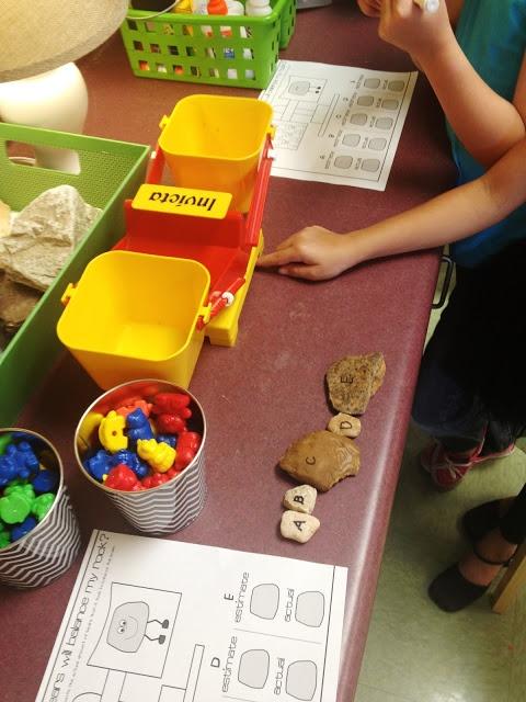 rock activity freebie.  Weighing rocks on a balance.  Estimation/rocks/weight