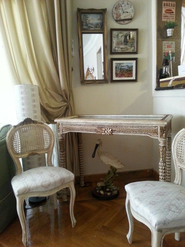 Shabby coin table , show table , display table, vintage, French furniture.