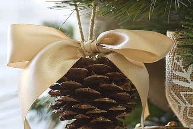 Összegyűjtött néhány fenyőtobozt, majd minden idők legszebb karácsonyi dekorációit készítette belőlük! Elállt a lélegzetünk! második oldal